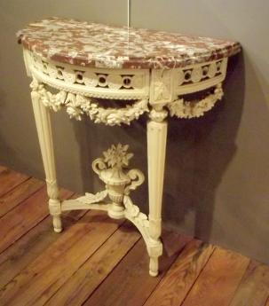 Half Moon Console Louis XVI lacquered wood.